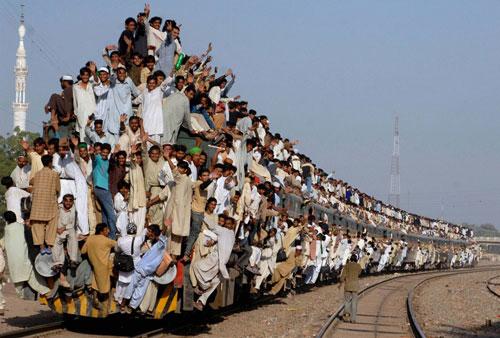 train-croud.jpg